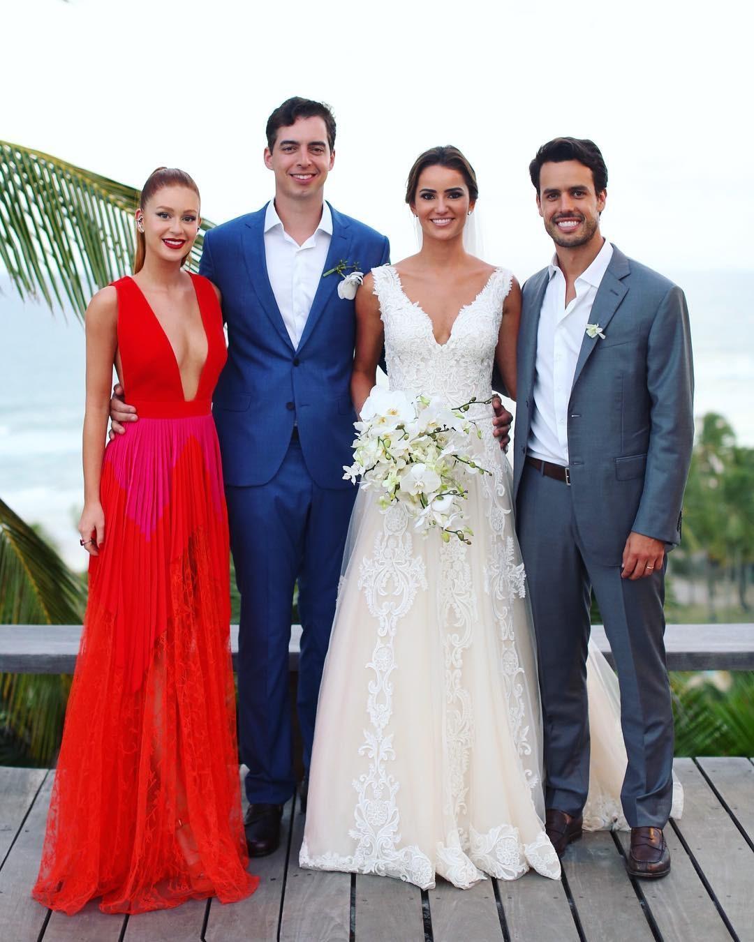 Marina Ruy Barbosa, Xande Negrão e os noivos (Foto: Reprodução Instagram)