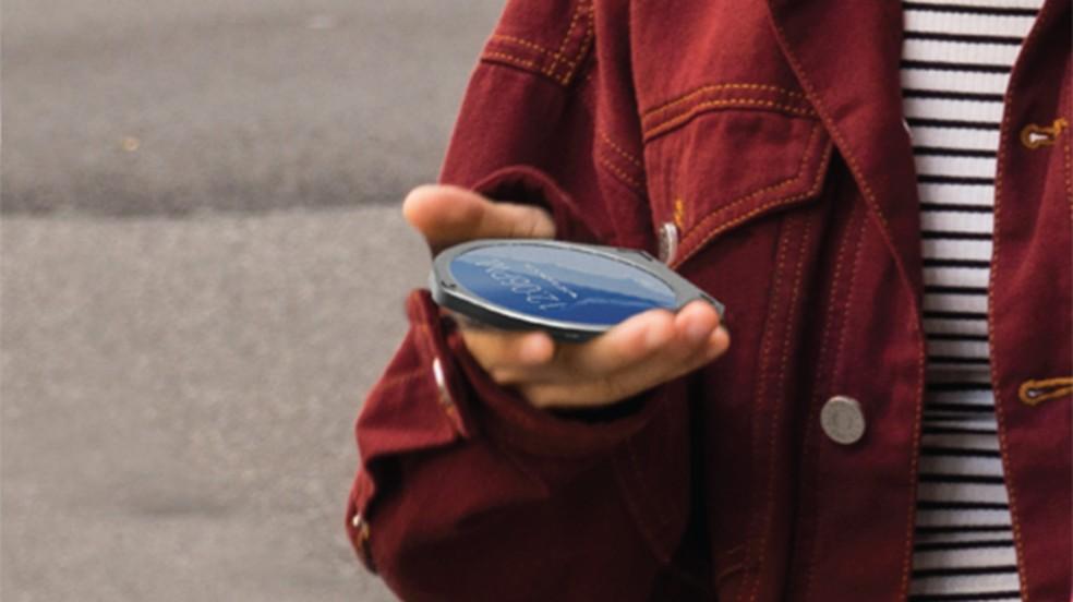 Cyrcle Phone tem tela circular de 3,45 polegadas e roda Android — Foto: Divulgação/Cyrcle
