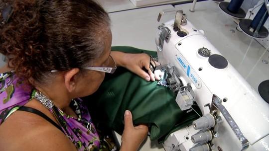 Parceria entre ONG e costureiras cria cooperativa em Poá, SP