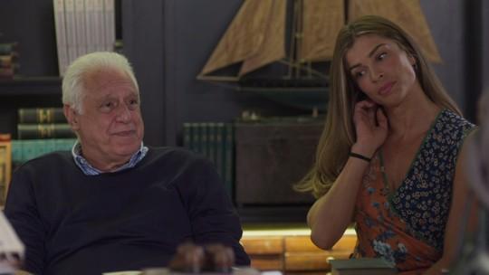 Alberto marca jantar com Vera e Paloma se incomoda