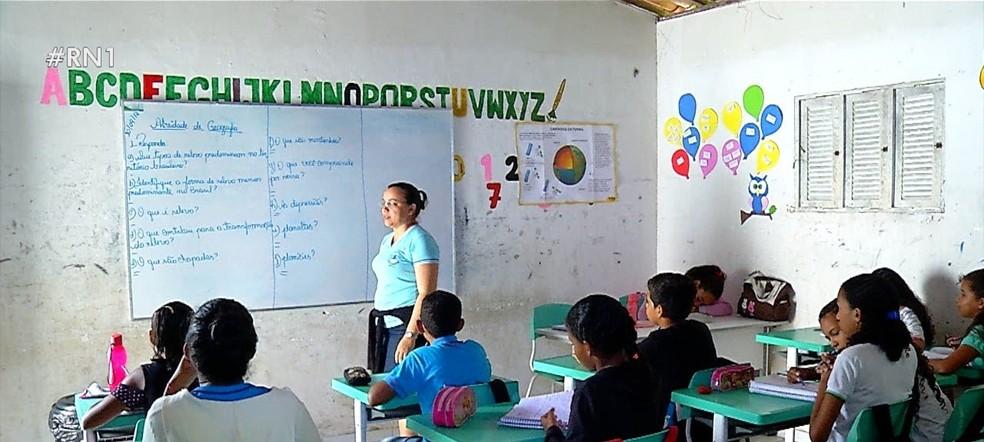 Alunos de escola municipal na Grande Natal estão há nove anos em casa improvisada — Foto: Reprodução/Inter TV Cabugi