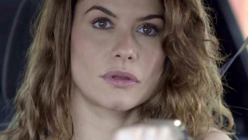 Isabel rouba escova de dentes de Alain — Foto: TV Globo