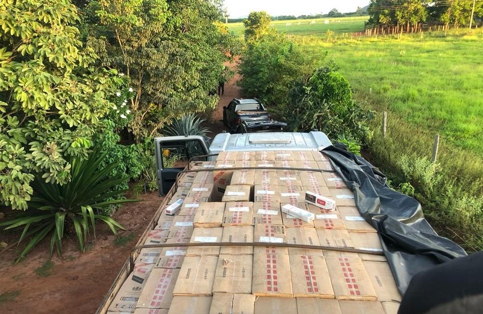 Droga apreendida em assentamento rural de Bonito (MS) estava escondida em seis veículos, sendo dois deles com registro de furto.  Foto: DOF/Divulgação