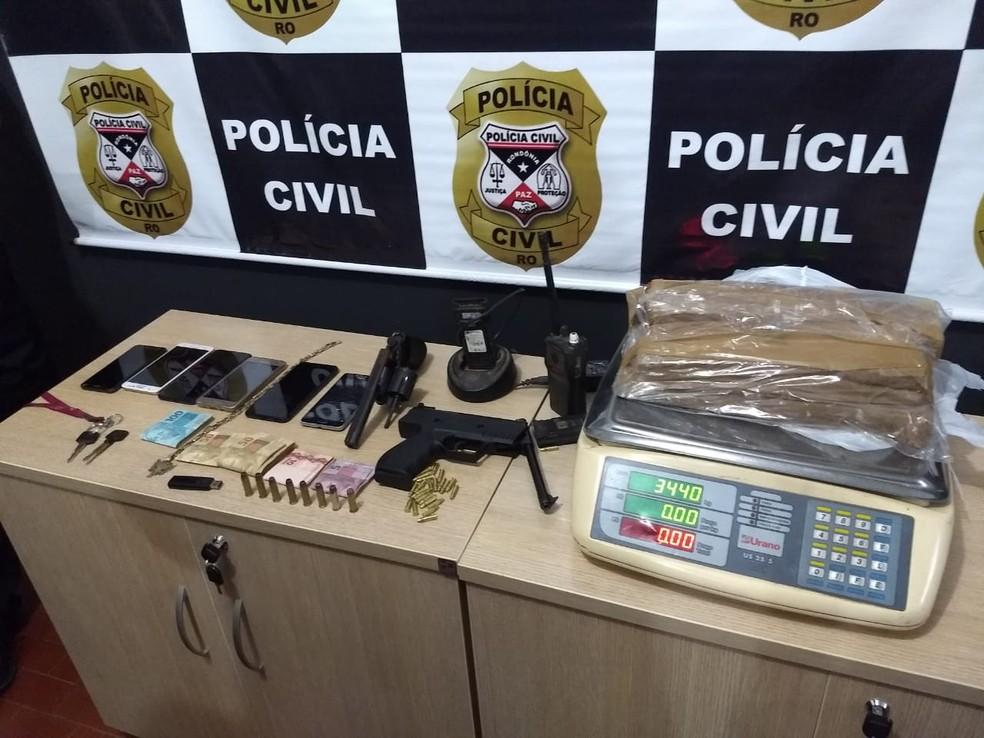 Objetos apreendidos na operação Caedes, da Delegacia de Homicídios de Porto Velho — Foto: Diêgo Holanda/G1