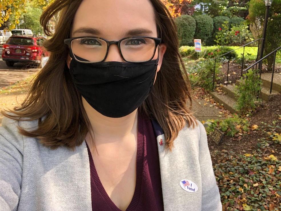 A agora senadora por Delaware Sarah McBride, após votar na eleição de 3 de novembro — Foto: Reprodução/Twitter/Sarah McBride