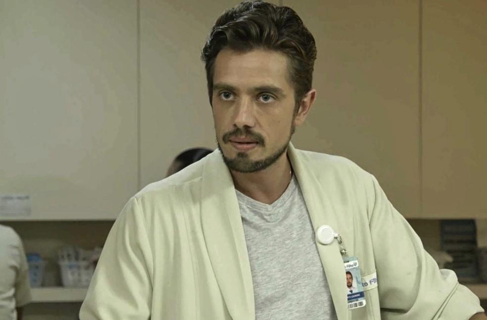 Renato assume o posto do Dr. Aguiar (Foto: TV Globo)