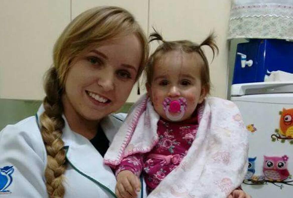 Maria Cecília, atualmente com um ano e nove meses, frequenta o Pemu desde os dois meses de idade, enquanto a mãe cursa ciências biológicas (Foto: Pemu/Divulgação)