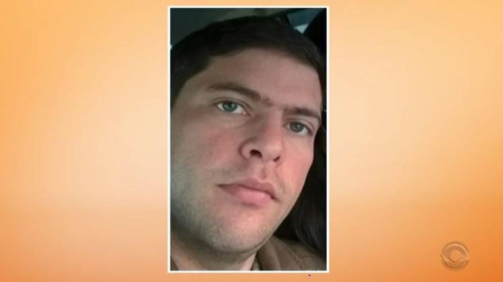 Leandro de Oliveira Lopes foi morto por bala de um fuzil 556, conforme apontou laudo de balística, informou a polícia — Foto: Reprodução/RBS TV