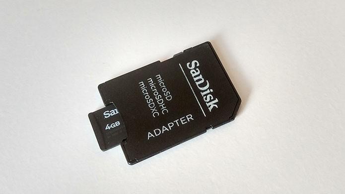 Insira o microSD em um adaptador SD (Foto: Reprodução/Paulo Alves)