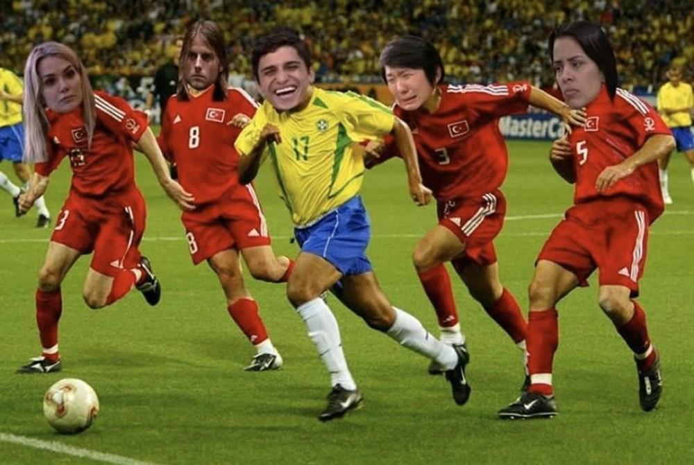 Montagem com Felipe Prior e adversários no BBB lembra lance de Denílson com turcos na Copa do Mundo de 2002 (Foto: Reprodução)