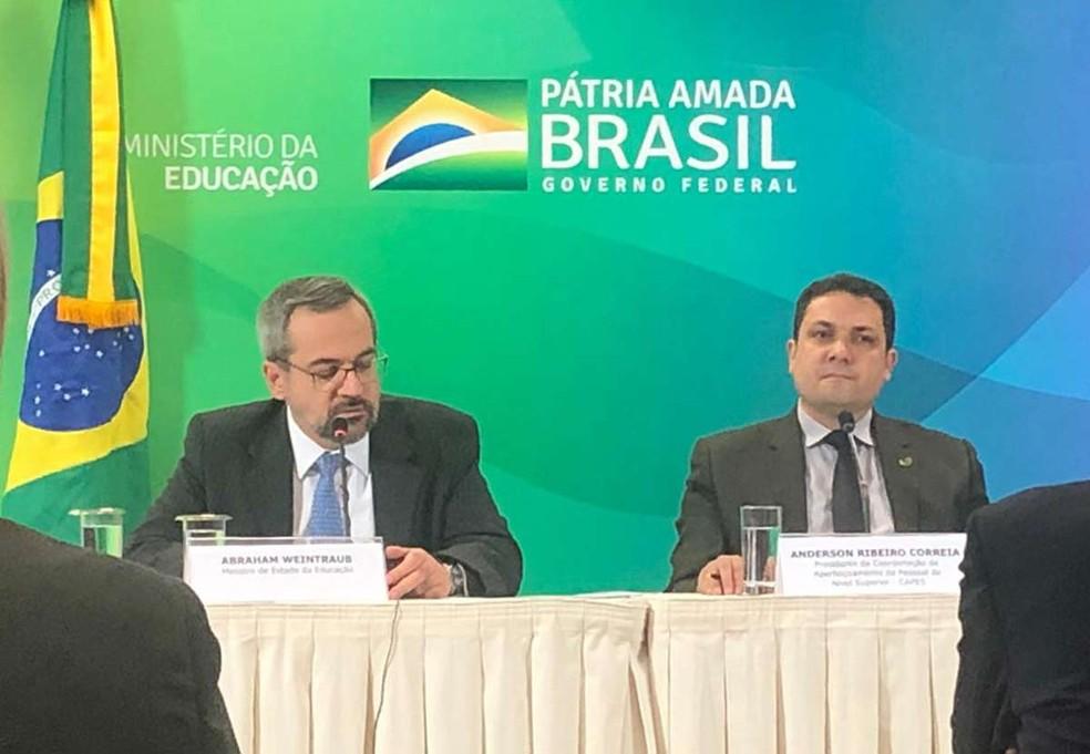 O ministro da Educação, Abraham Weintraub, e o presidente da Capes, Anderson Correia — Foto: Nicole Borges/G1
