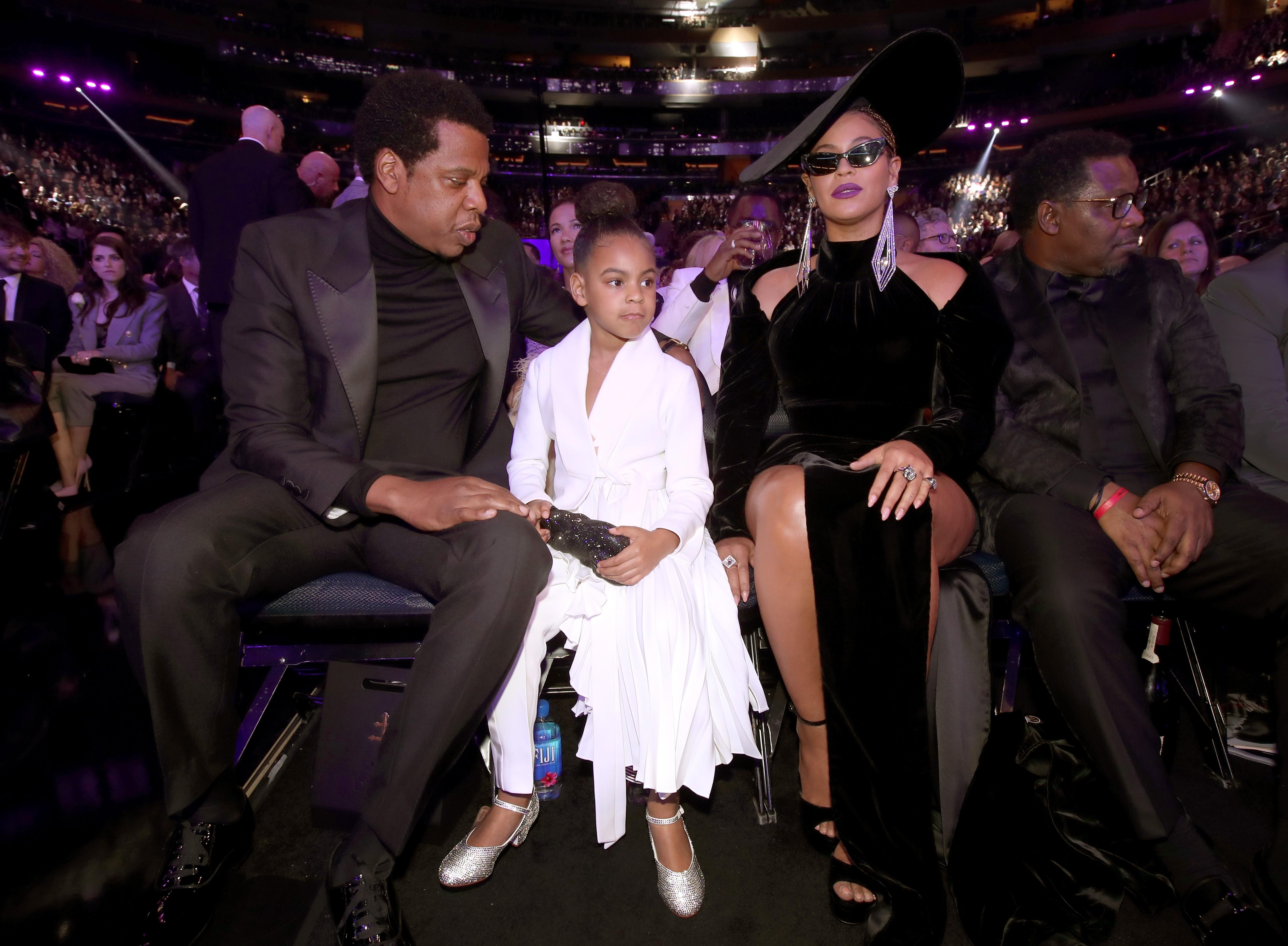 A pequena Blue Ivy na companhia dos pais, Jay-Z e Beyonce, no Grammy (Foto: Getty Images)