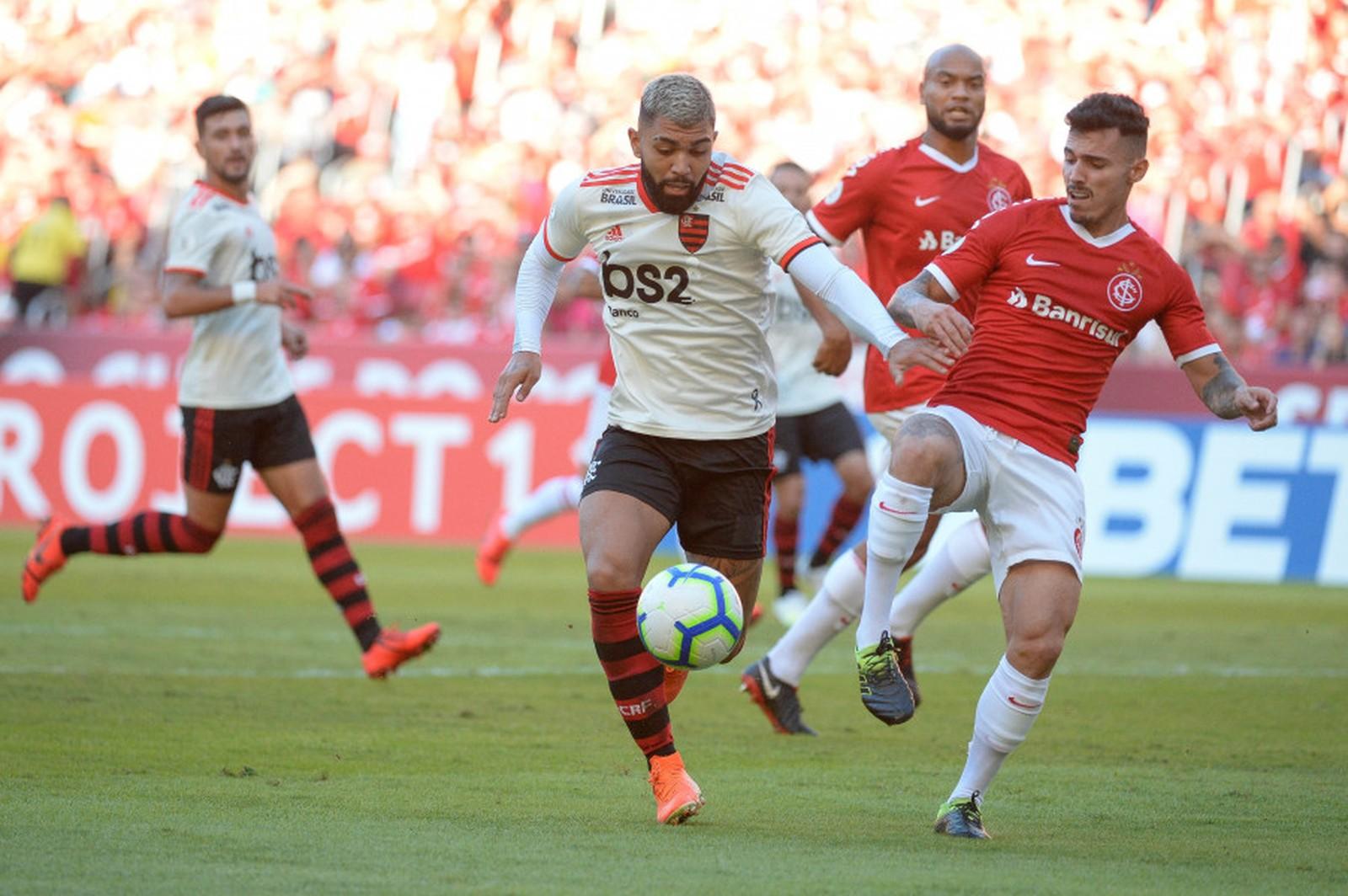 Trocas de posições tem deixado o time sem uma identidade e gerado insatisfação — Foto: Alexandre Vidal / Flamengo