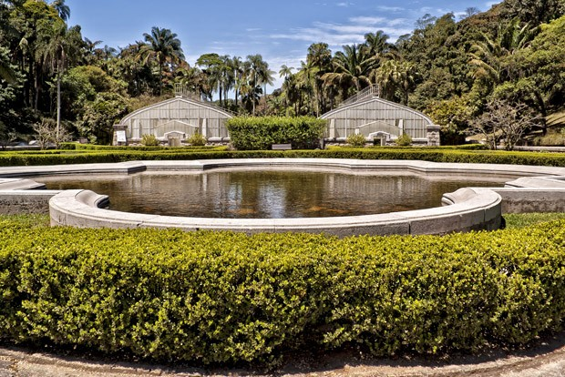 A refuge, Botanical Garden of São Paulo, here showing the square with the twin greenhouses with a pond in front. In one of them there is permanent exhibition of tropical plants. São Paulo, São Paulo state, Brazil. (Foto: Moment Editorial/Getty Images)