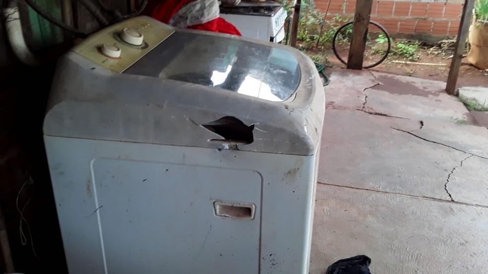 Menina estava perto da máquina de lavar da casa quando o raio a atingiu — Foto: Arquivo pessoal