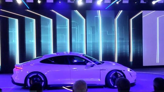 Porsche lança o Taycan, seu primeiro veículo elétrico