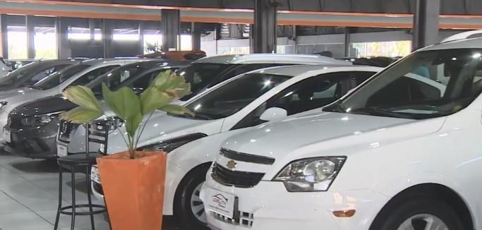 Concessionárias de São José registram alta na venda de carros usados após reabertura