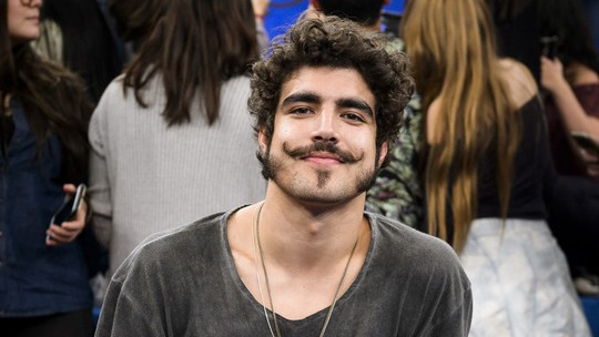Caio Castro revela que Maria Casadevall o ajudou a ver profissão de ator de outra forma