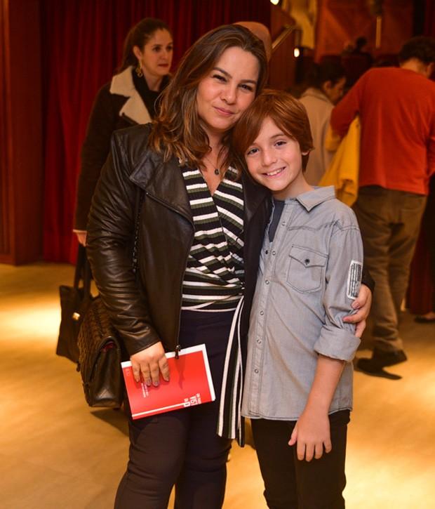 Betty Baumgarten e Rafael, mulher e filho de Rodrigo Lombardi (Foto: Leo Franco/AgNews)