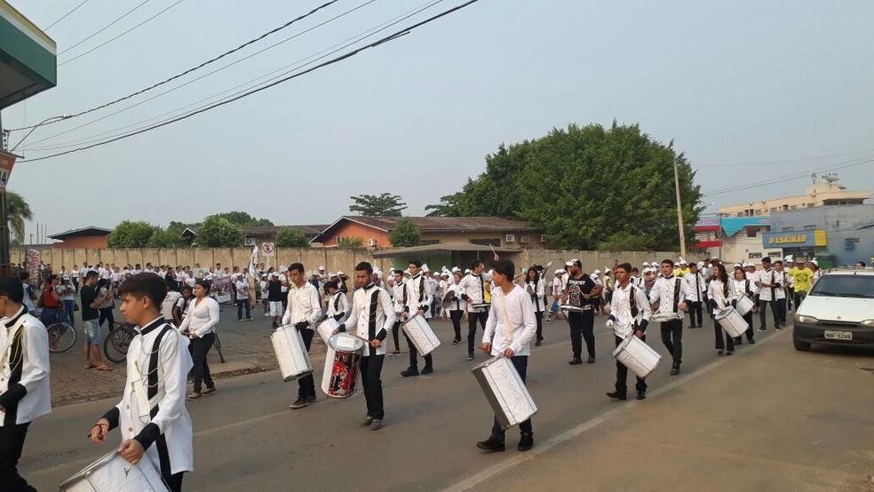 Idosos, estudantes e servidores participaram da passeata (Foto: Detran/Divulgação)