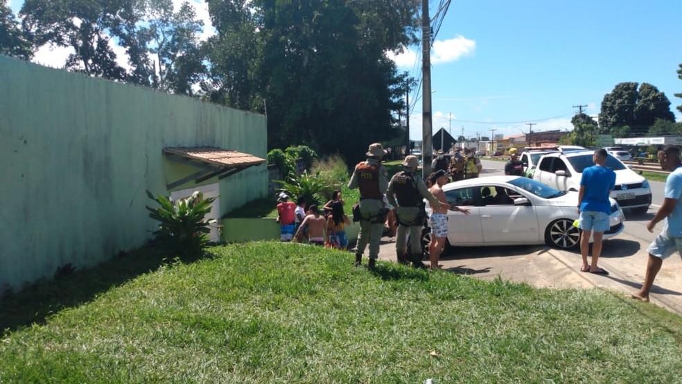 Três festas são encerradas pela polícia na orla de Camaçari 2