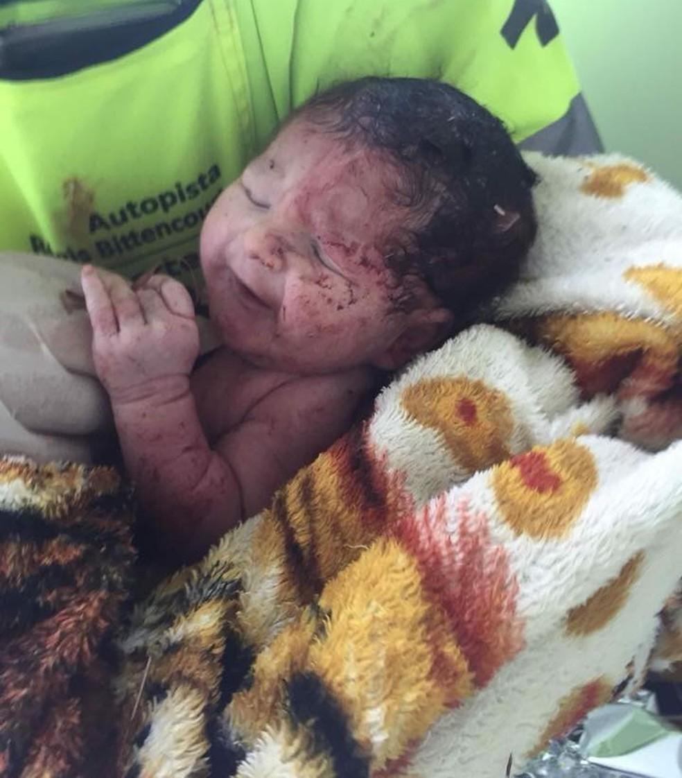 Bebê nasceu após acidente na rodovia Régis Bittencourt, em Cajati, SP (Foto: Divulgação/Arteris)