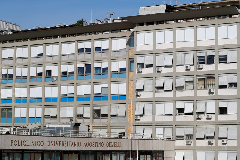 Fachada do Hospital Gemelli, onde o Papa passará por cirurgia no intestino — Foto: Reuters