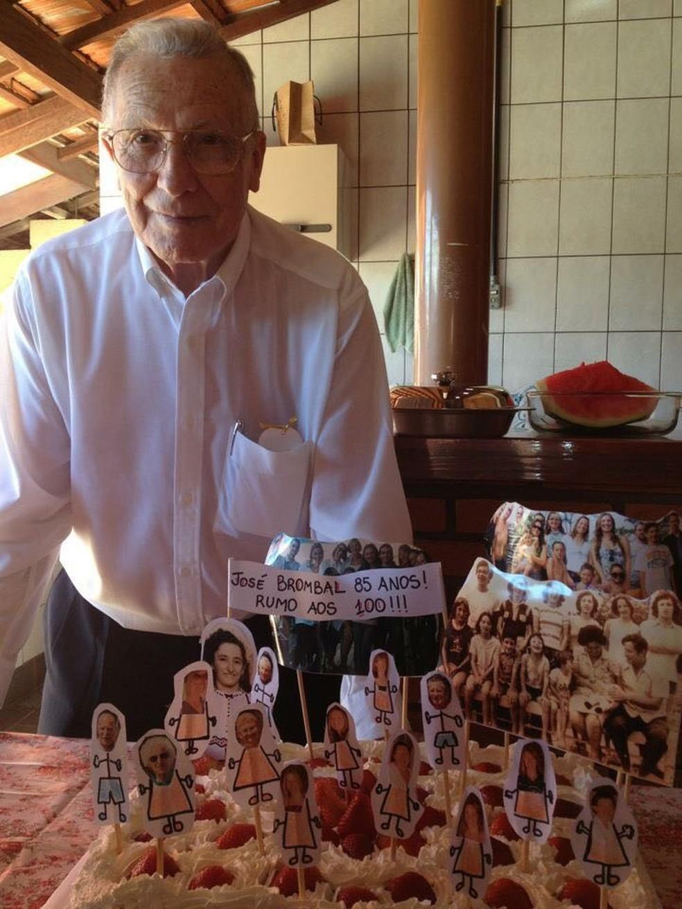 Padre José Brombral comemorando seu aniversário de 85 anos (Foto: Arquivo Pessoal)