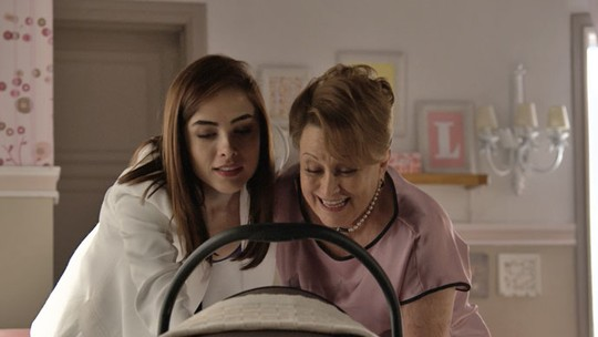 Margot conhece o quarto que Izabelita montou para Maria