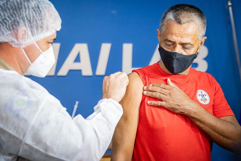 Cuiabá está vacinando pessoas de 50 anos ou mais — Foto: Christiano Antonucci/ Secom-MT