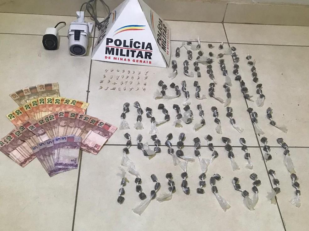 Polícia apreendeu crack, maconha e dinheiro — Foto: Polícia Militar/ Divulgação