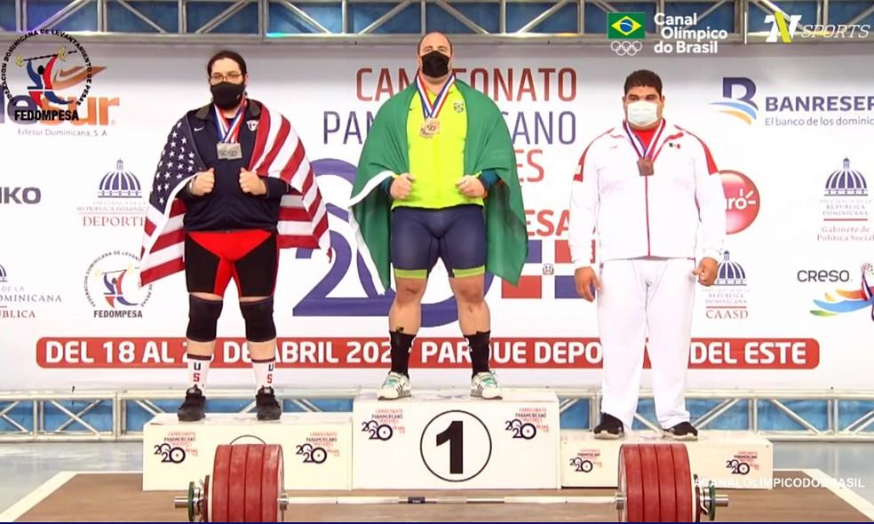 Fernando Reis no pódio do Campeonato Pan-Americano em Santo Domingo — Foto: Reprodução / Canal Olímpico do Brasil