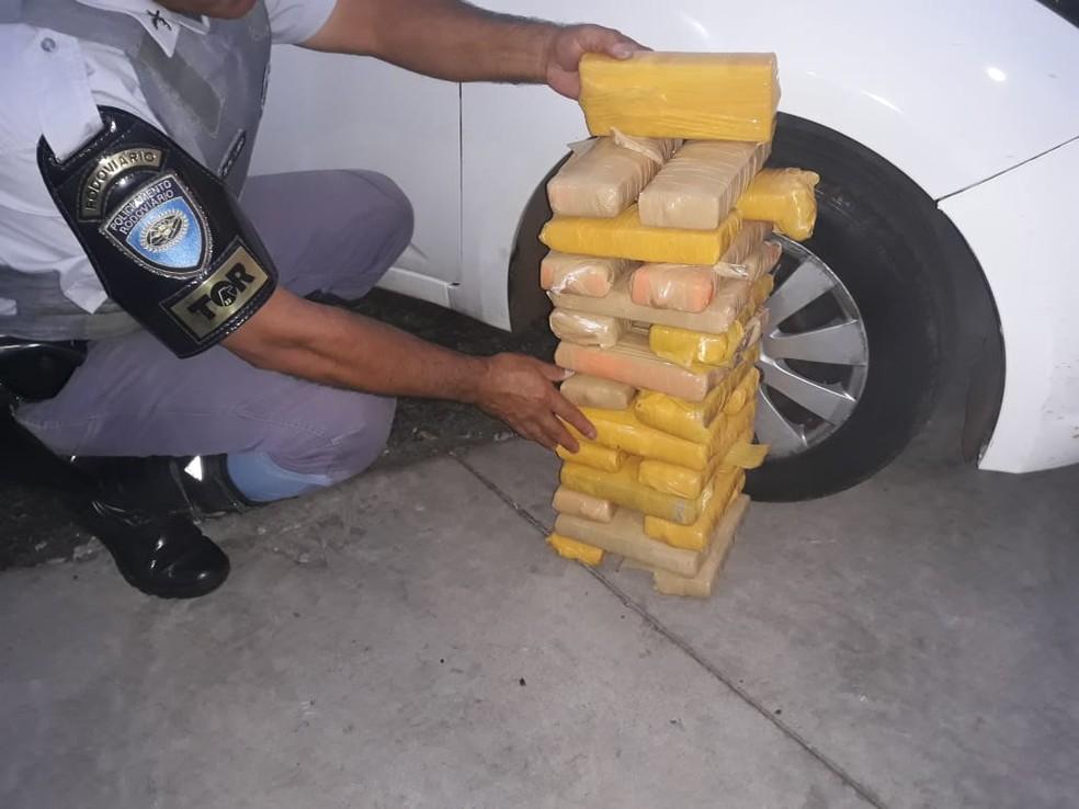 Droga foi apreendida em Presidente Prudente (Foto: Polícia Rodoviária/Cedida)