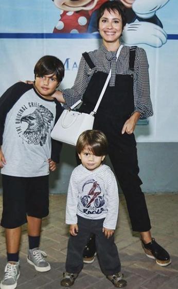 Juliana Knust com os filhos Matheus e Arthur (Foto: Reprodução)