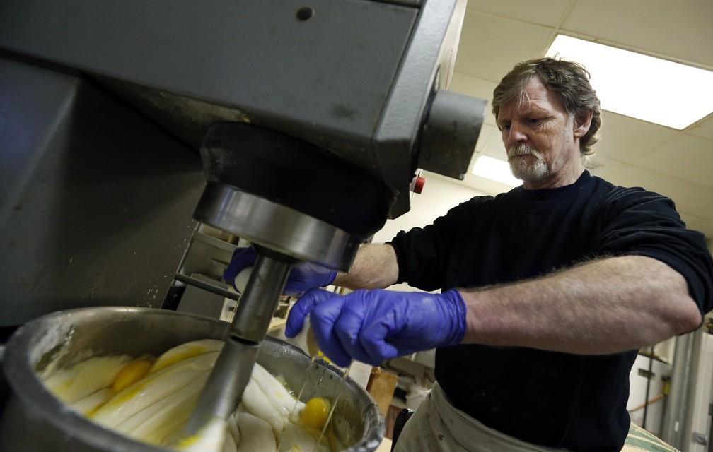 -  Imagem de arquivo mostra Jack Phillips, o confeiteiro da Masterpiece Cakeshop, no Colorado  Foto: AP Photo/Brennan Linsley, File