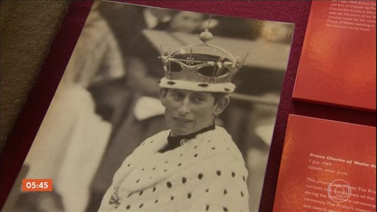 Rainha Elizabeth comemora o 50° aniversário de Charles como príncipe de Gales