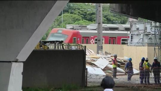 Circulação de trens é liberada perto de viaduto que cedeu na Marginal Pinheiros
