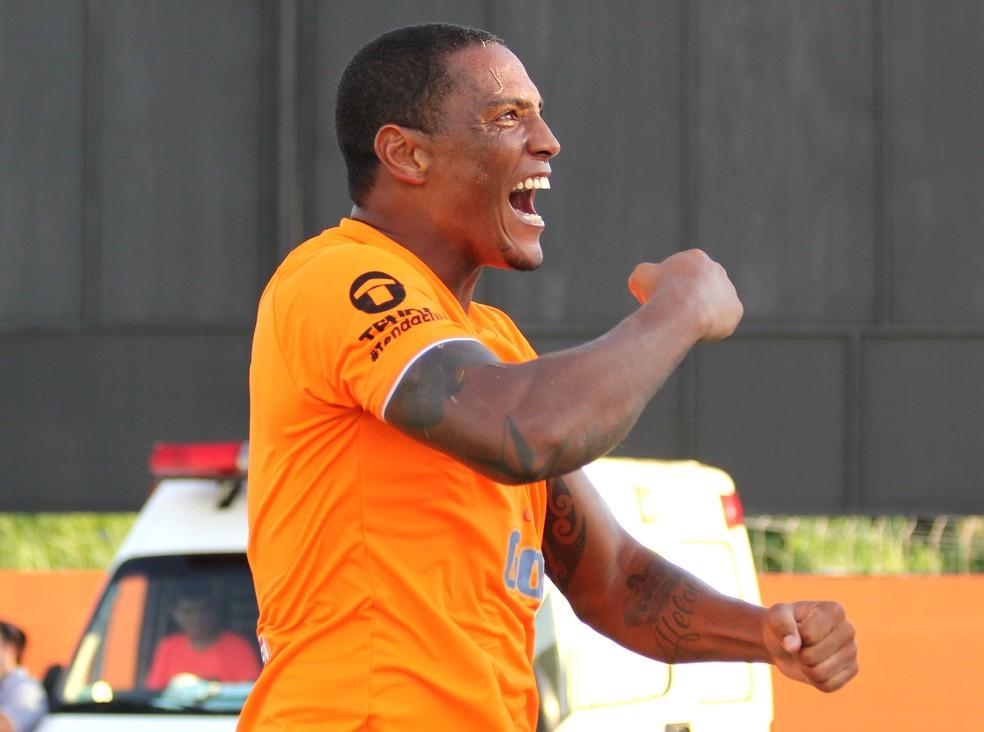Vice-artilheiro no Carioca do ano passado, Adriano é a esperança de gols do Nova Iguaçu no Estadual (Foto: Bernardo Gleizer/NIFC)