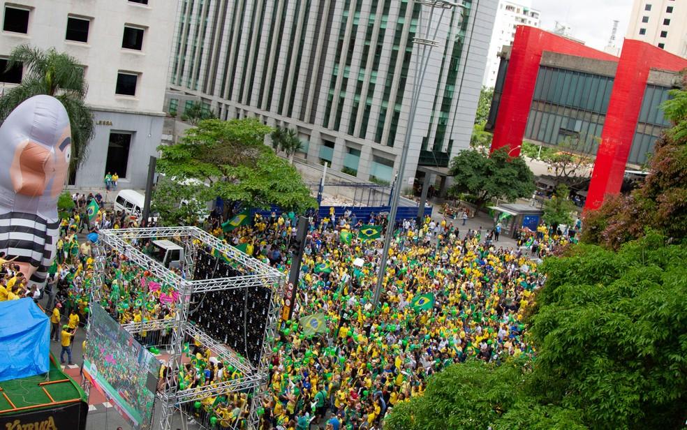 Apoiadores do presidenciável Jair Bolsonaro (PSL) se reúnem para manifestação em apoio ao candidato, na Avenida Paulista — Foto: Kevin David/A7 Press/Estadão Conteúdo