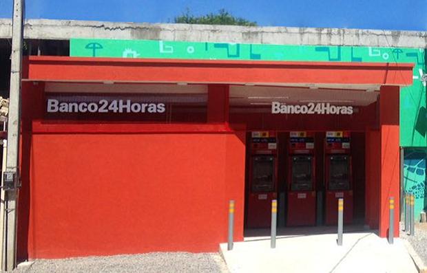 Caixas eletrônicos do Banco24Horas em Porto de Galinhas ; banco 24 horas (Foto: Reprodução/Facebook)
