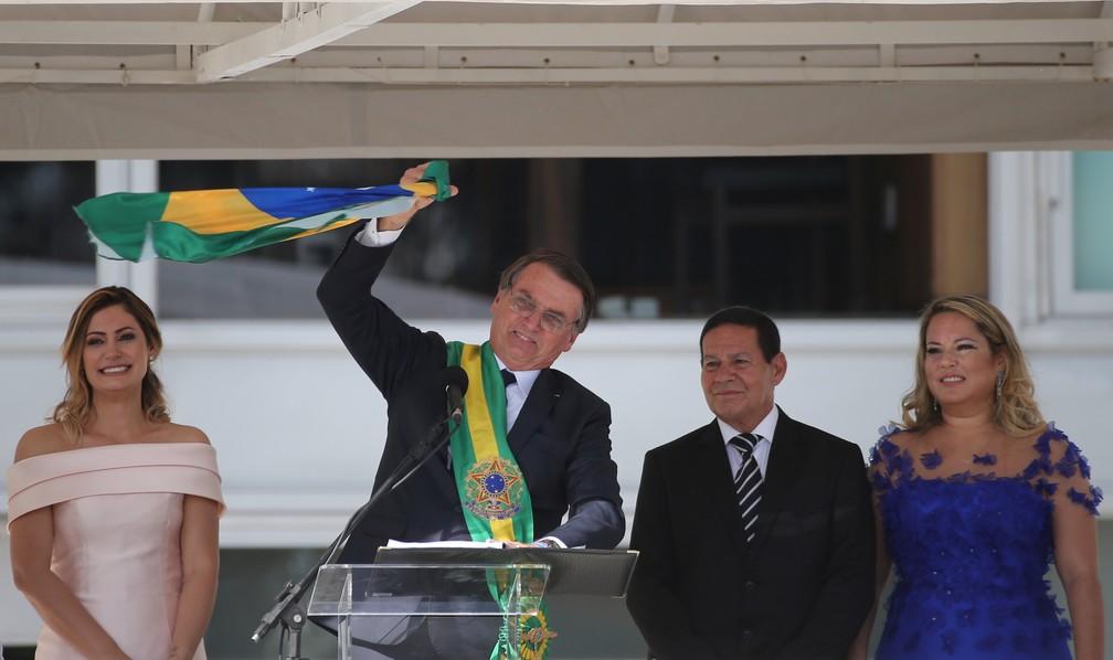 O novo presidente do Brasil, Jair Bolsonaro, após receber a faixa presidencial do ex-presidente Michel Temer, no Palácio do Planalto, em Brasília — Foto: Sergio Moraes/Reuters