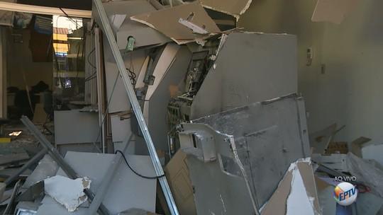 Duas agências bancárias são alvo de ataques em Pinhalzinho; veja imagens
