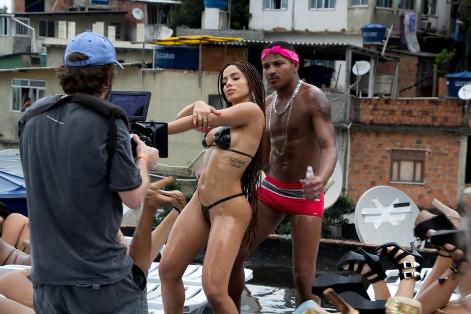 Com código do pop gringo, Anitta expõe ao mundo o Brasil sem filtro de 'Vai malandra'