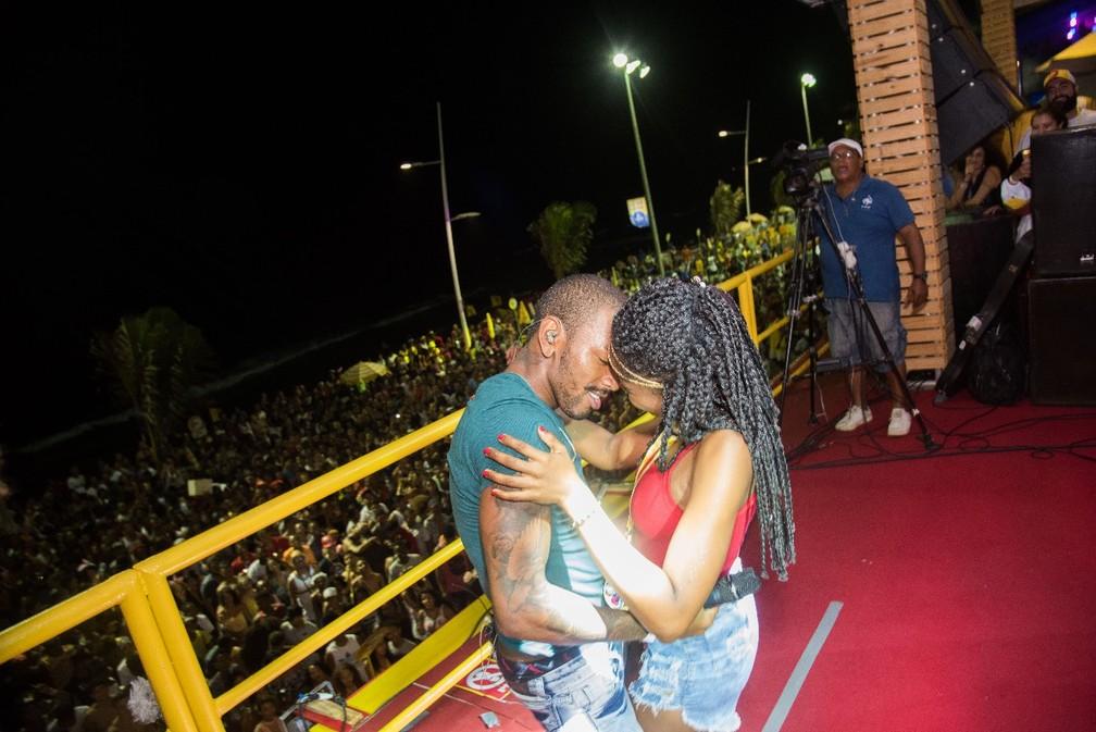 Nego do Borel sensualizou no palco com fã (Foto: Antônio Chequer/ Divulgação)