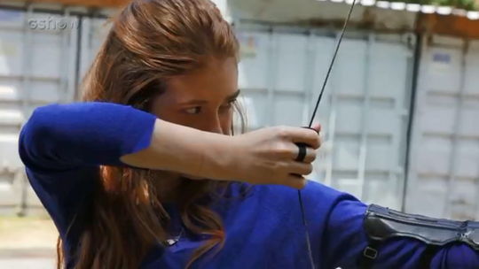 Marina Ruy Barbosa aprende arco e flecha para as cenas de Amália: 'Dá adrenalina'