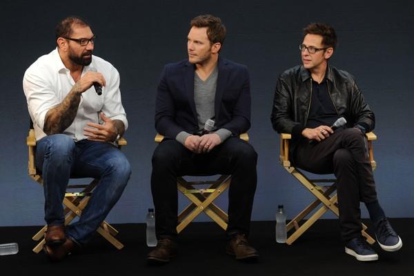 Os atores David Bautista e Chris Pratt em evento na companhia do diretor James Gunn (Foto: Getty Images)