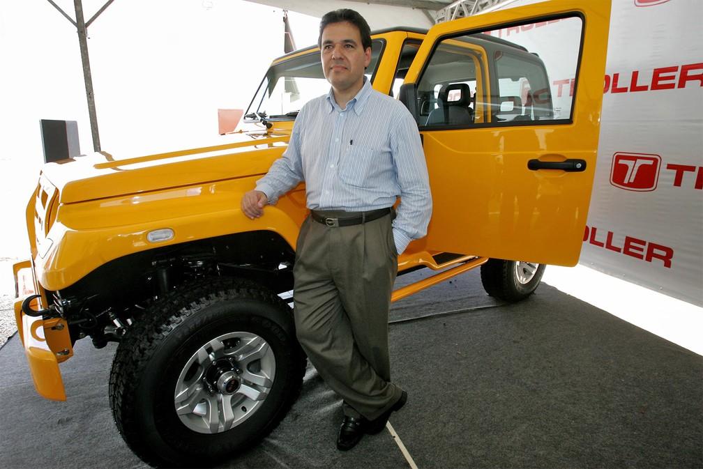 O presidente da Ford no Brasil e Mercosul, Marcos de Oliveira, durante a apresentação do novo Troller T4 modelo 2009, na fábrica localizada em Horizonte, no Ceará, em outubro de 2008. A nova versão do T4 foi a primeira após a Troller ter sido comprada pela Ford — Foto: Jarbas Oliveira/Estadão Conteúdo/Arquivo
