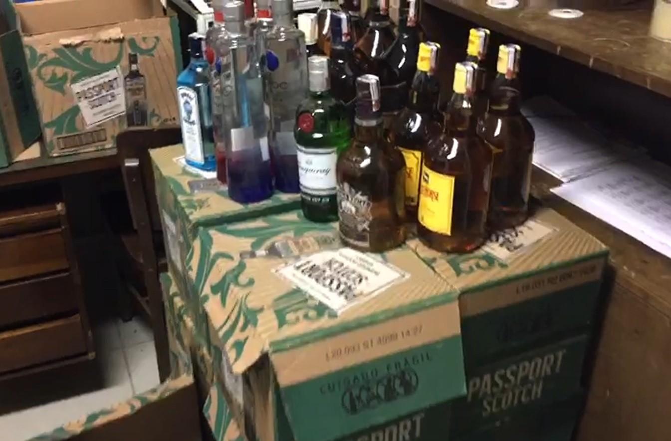 Polícia Militar apreende bebidas falsificadas em distribuidora em Piracicaba