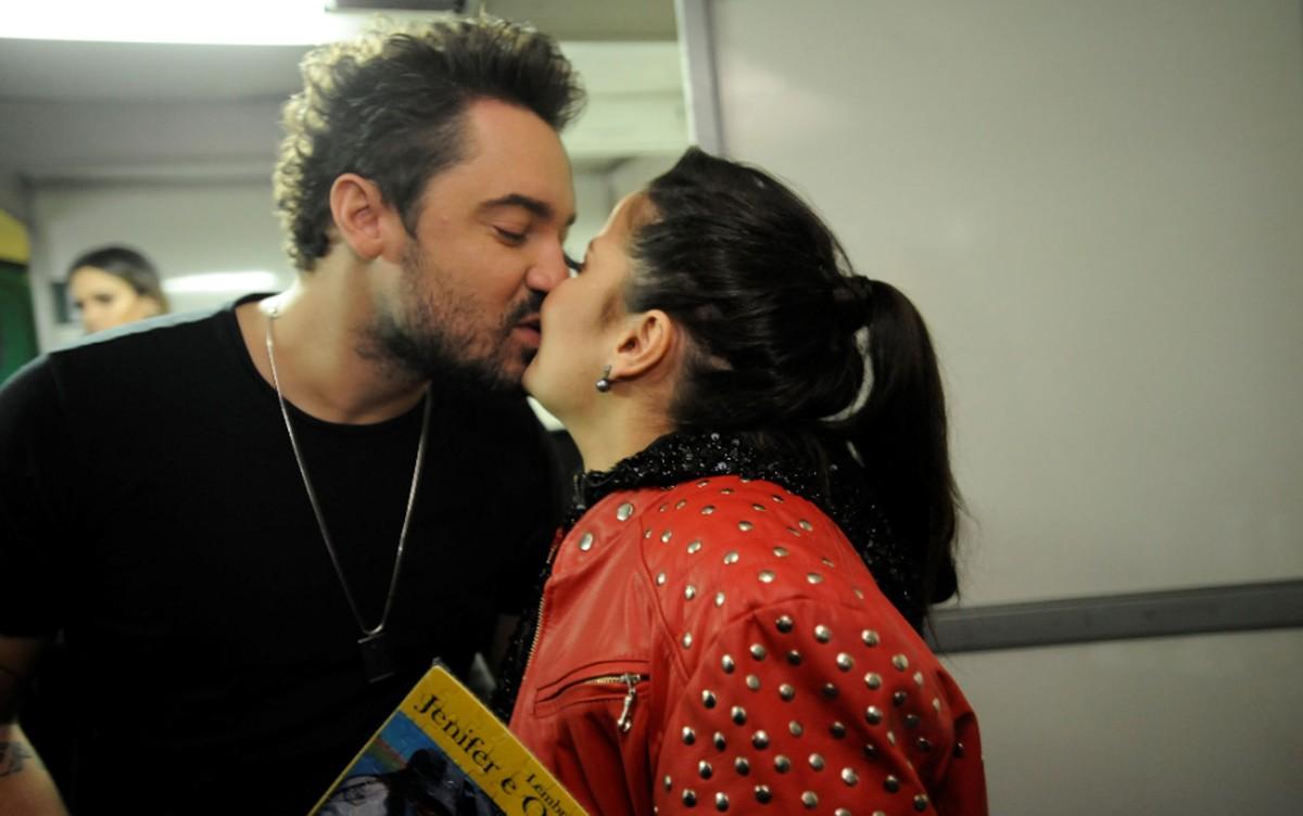 Após rumores de fim, Maiara surpreende Fernando e casal divide palco em Americana: 'Povo fala demais'