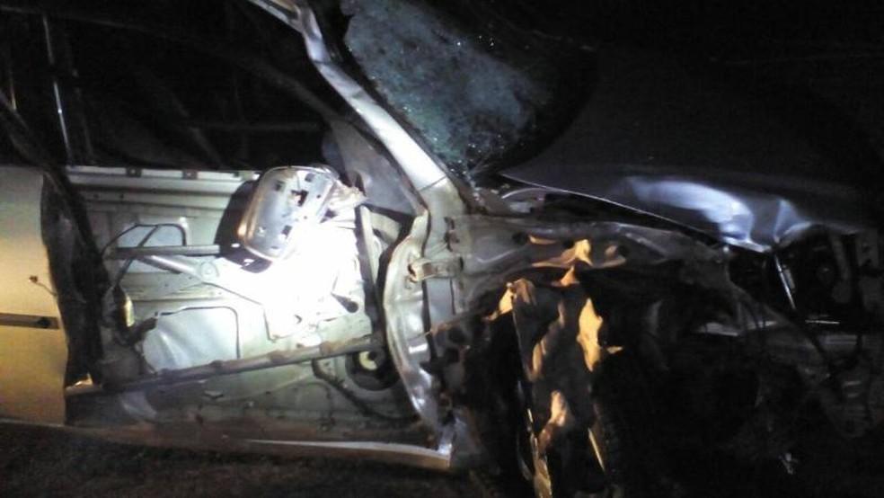 Motorista do carro sofreu ferimentos leves (Foto: Votunews)